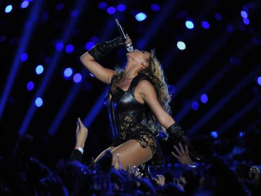 Beyonce rocks Super Bowl dressed by Rubin Singer