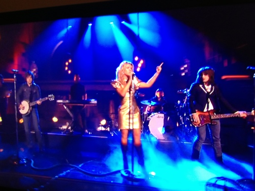 THE BAND PERRY PERFORMS LIVE AT ABC's DACING WITH THE STARS WEARING RUBIN SINGER