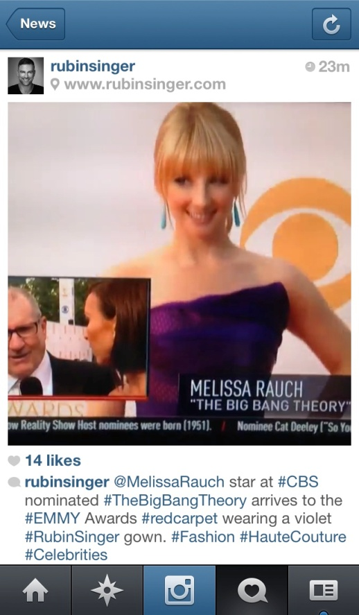 E Entertainment! barfitoarea.ro Press Clipping Melissa Rauch wearing Rubin Singer at 65th EMMY Awards Red Carpet